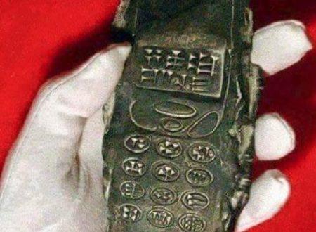 Misterioso oopart: trovato telefono cellulare di 800 anni fa