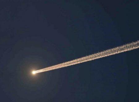 Un oggetto non identificato si avvicina alla Terra