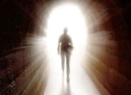 Un uomo clinicamente morto da un'ora torna in vita e racconta
