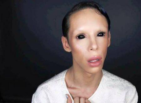 Uomo spende 50 mila dollari per assomigliare ad un alieno senza genere