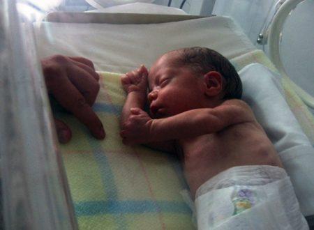 Bambino prematuro morto torna apparentemente in vita