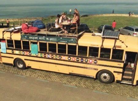 Storie di vita: un ostello itinerante in uno scuolabus