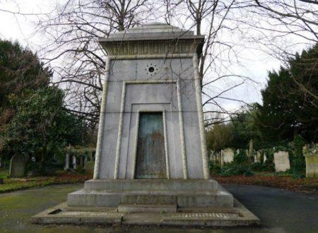 Una macchina del tempo in un cimitero di Londra?