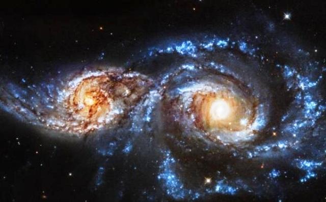 Hubble e scontro tra galassie