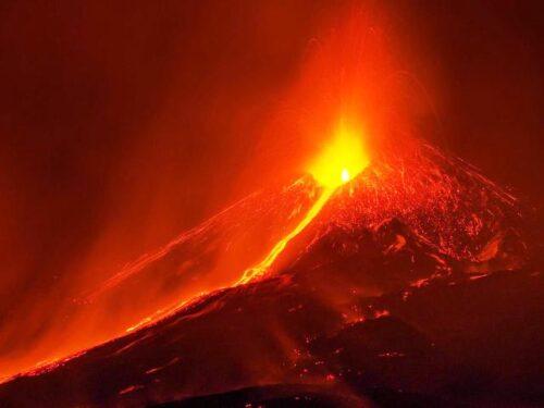 Il vulcano Etna sta lentamente scivolando in mare