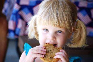 Bambina dei biscotti