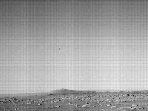 Mars Perseverance fotografa un oggetto volante