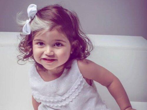 Piebaldismo: Mayah la bambina star di Instagram