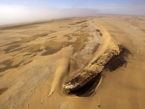 Misteriose navi trovate in mezzo al deserto